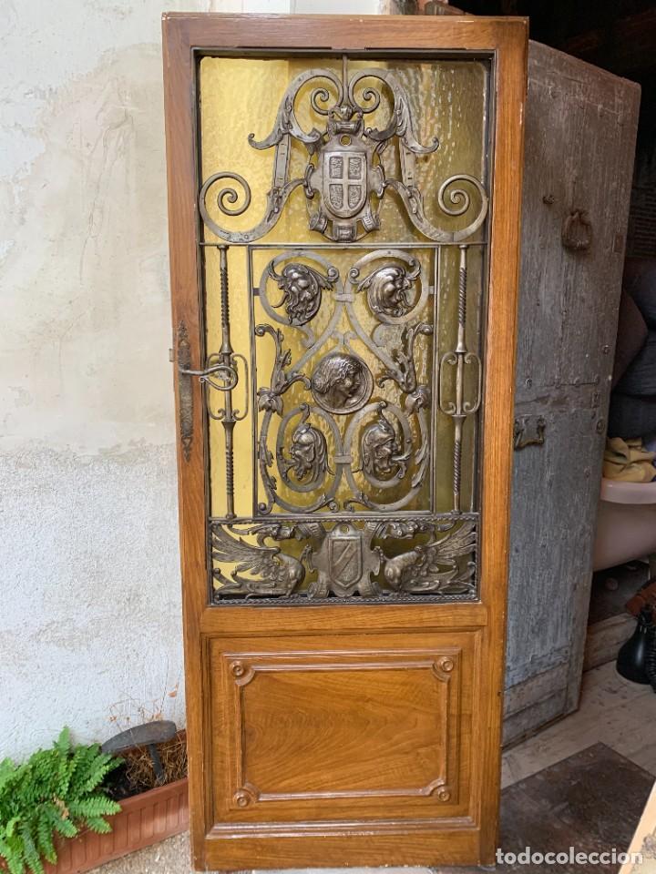 Antigüedades: PUERTA DE PASILLO MADERA TALLADA Y FORJA MEDALLONES Y GRIFOS TOLEDO CALIDAD 191X74X5C - Foto 35 - 233811905
