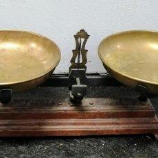 Antigüedades: ANTIGUA BALANZA. ENVIO CERTIFICADO INCLLUIDO.. Lote 233891330