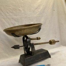 Antigüedades: PRECIOSA BASCULA ANTIGUA DE HIERRO Y BRONCE!. Lote 233924125