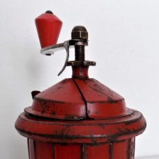 Antigüedades: MOLINILLO DE CAFÉ MARCA MOLIXON. MODELO A.-ROJO-. ESPAÑA. CA. 1950/60. Lote 234001015