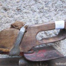 Antigüedades: CARPINTERIA TONELERO - VIEJA AZUELA DE DESBASTAR ETC - ESTADO DE USO LIMPIA, 2 LOGOS INCISO + INFO. Lote 234003675