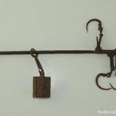 Antigüedades: ANTIGUA BALANZA ROMANA DE GANCHOS PESA AUTENTICA RARA EXCELENTE DECORACIÓN RUSTICA. Lote 234325525