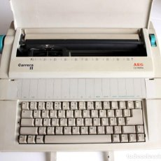 Antigüedades: MAQUINA DE ESCRIBIR CARRERA II AEG OLYMPIA ELECTRIC PORTATIL / MADE IN JAPAN - FUNCIONA. Lote 234512220