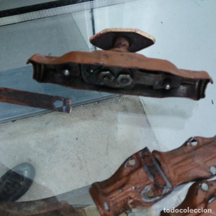 Antigüedades: Cerradura tirador pomo UNIÓN CERRAJERA MONDRAGON hierro bronce para ventana cerrojo manivela FALLEBA - Foto 2 - 234707230