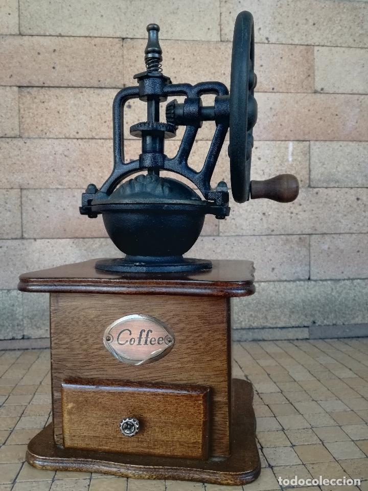 MOLINILLO DE CAFE DECORATIVO VINTAGE FUNCIONA - MADERA Y HIERRO - ALTURA: 27 CM (Antigüedades - Técnicas - Molinillos de Café Antiguos)