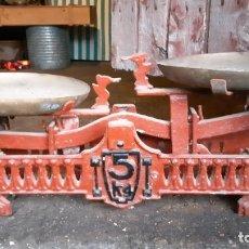 Antigüedades: BÁSCULA DE HIERRO ANTIGUA DE COMERCIO.. Lote 234784525