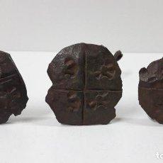 Antigüedades: TRES CLAVOS ANTIGUOS . POSIBLEMENTE ARAGONESES - SIGLO XVII . DIAMETRO DE LA CABEZA 4 CM. Lote 234858765