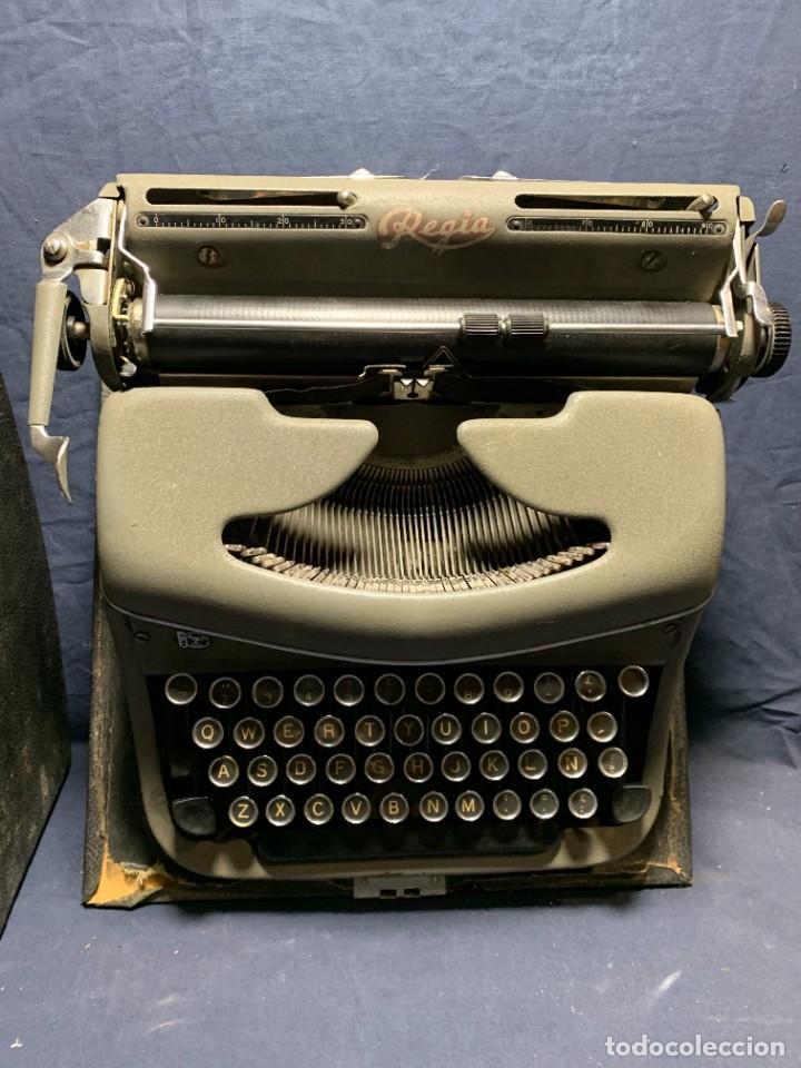 MAQUINA ESCRIBIR EN SU MALETA MARCA REGIA ESPAÑA 17X39X36CMS (Antigüedades - Técnicas - Máquinas de Escribir Antiguas - Otras)