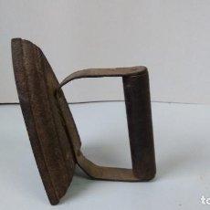 Antigüedades: PLANCHA DE HIERRO ANTIGUA. Lote 235308420