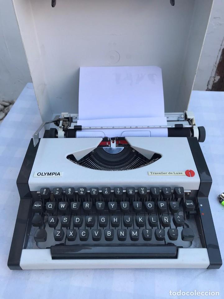 MAQUINA DE ESCRIBIR OLIMPIA TRAVELLER DE LUXE (Antigüedades - Técnicas - Máquinas de Escribir Antiguas - Olympia)
