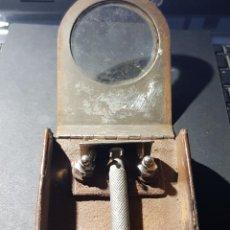 Antigüedades: ANTIGUA MAQUINILLA DE AFEITAR CON CAJA ARTESANAL EN METAL Y PIEL. POSIBLEMENTE DE LA GUERRA CIVIL. Lote 235450475