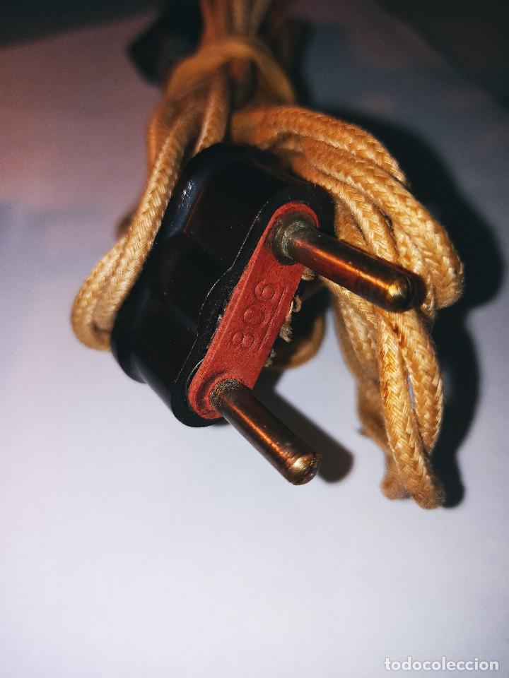 Antigüedades: PLANCHA ELECTRICA ANTIGUA Y PEQUEÑA. 12.5 X 7 X 8.5 CON SUS ACCESORIOS. DESCRIPCION Y FOTOS. - Foto 3 - 235650365