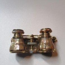 Antigüedades: ANTIGUOS PRISMÁTICOS BINOCULARES EN NÁCAR, PARA ÓPERA.. Lote 235690095