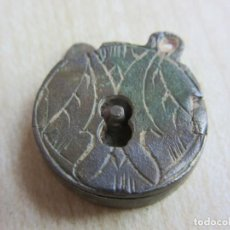 Antigüedades: BONITO CANDADO DECORADO POSIBLE S XVI-XVII DIAMETRO 1,8 CMS. Lote 235722830