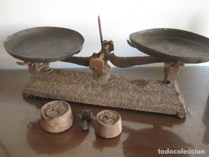 ANTIGUA BÁSCULA, BALANZA DE HIERRO CON DOS PLATOS PARA RESTAURAR (Antigüedades - Técnicas - Medidas de Peso - Balanzas Antiguas)