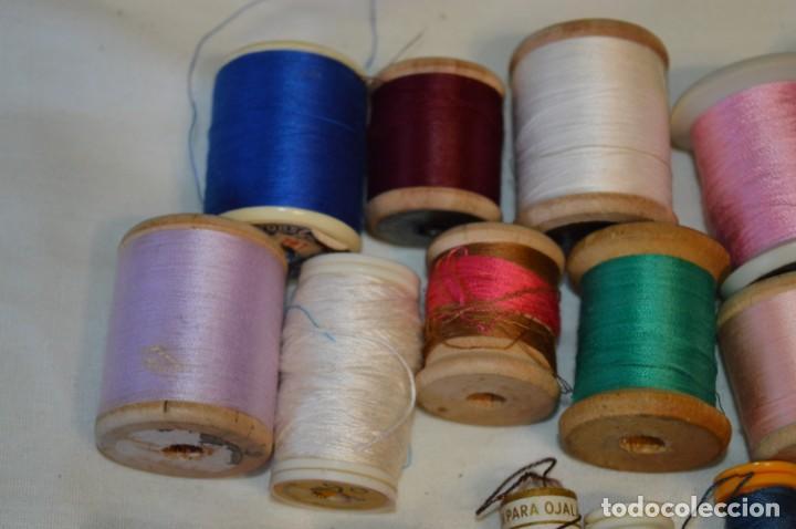 Antigüedades: Antiguas / Vintage - Lote BOBINAS de HILO variadas / Para coser, bordar, ojalar y otras ¡Mira fotos! - Foto 2 - 235933315