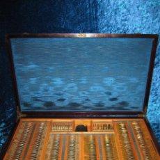 Antigüedades: MALETÍN 231 LENTES OPTOMETRÍA OPTOMETRISTA ÓPTICA CIRCA 1900 CLAUSOLLES MADRID + PUBLICIDAD 1901. Lote 235999790