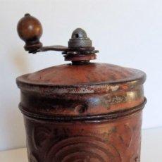 Antigüedades: MOLINILLO DE CAFÉ METÁLICO MARCA SOL. MODELO 446 -IDEAL-. ESPAÑA. CA. 1920/30. Lote 236009110