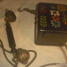 Teléfonos: ANTIGUO TELEFONO CON CAJA DE MADERA Y TRES BOTONES. DECORADO.. Lote 236052755