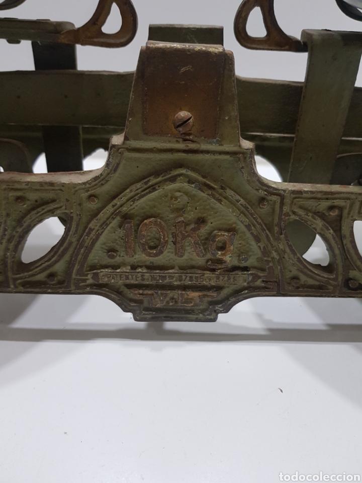 Antigüedades: ANTIGUA BALANZA DE ULTRAMARINOS CON PESAS - Foto 3 - 236097620
