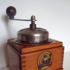 Antigüedades: ¡¡MUY RARO!! MOLINILLO DE CAFÉ DE MADERA MARCA JUPITER. BELGICA. CA. 1945/60. Lote 236224600
