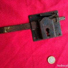Antigüedades: CERRADURA ANTIGUA DE HIERRO. Lote 236409830