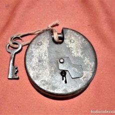 Antigüedades: ANTIGUO CANDADO HIERRO CON LLAVE FUNCIONA. Lote 236454815