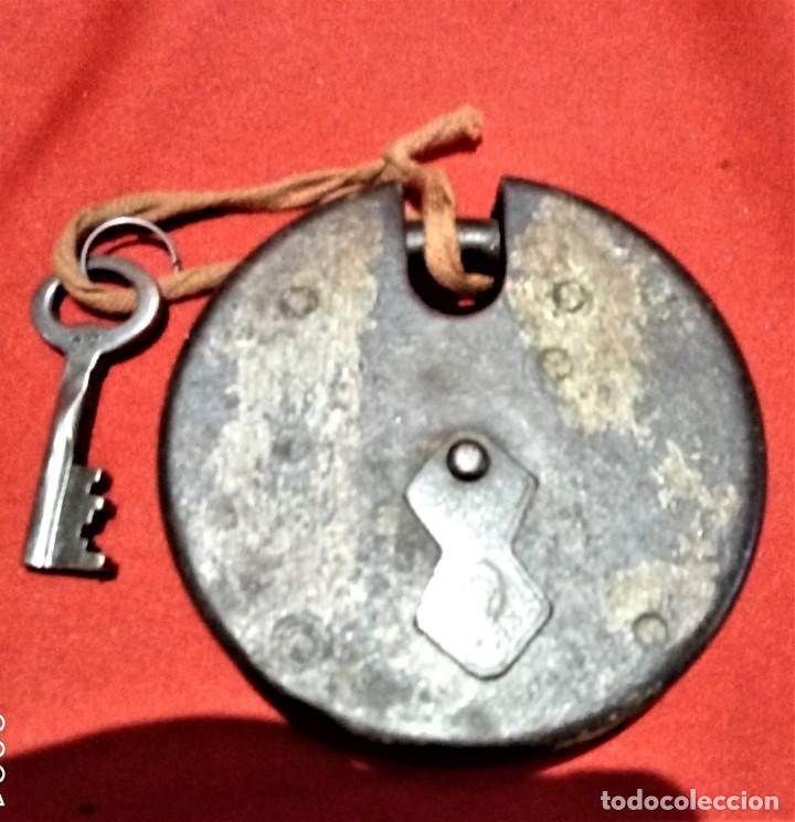 Antigüedades: ANTIGUO CANDADO HIERRO CON LLAVE FUNCIONA - Foto 2 - 236454815