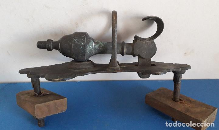 Antigüedades: inusual aldaba / llamador / picaporte de laton / bronze, completo , placa 22x10cm aprox - Foto 6 - 236525710