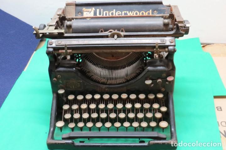 ANTIGUA MAQUINA ESCRIBIR UNDERWOOD NUMERO 5 CON CHAPITA TIENDA ROVIRA BARCELONA (Antigüedades - Técnicas - Máquinas de Escribir Antiguas - Underwood)