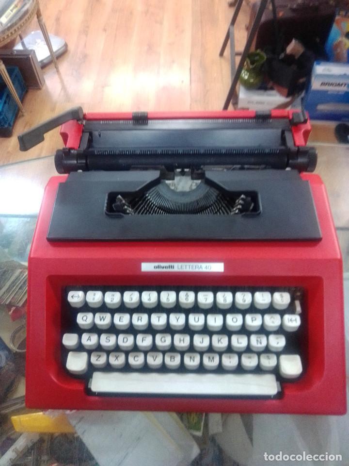 RARISIMA--MAQUINA ESCRIBIR OLIVETTI LETTERA 40 DE COLOR ROJO (Antigüedades - Técnicas - Máquinas de Escribir Antiguas - Olivetti)