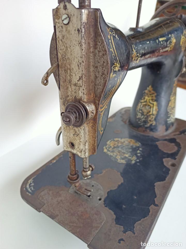 Antigüedades: Antigua máquina de coser Singer - Foto 4 - 236802495
