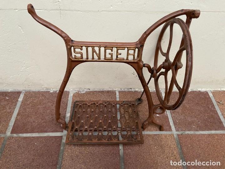 CONJUNTO PEDALES MAQUINA DE COSER SINGER (Antigüedades - Técnicas - Máquinas de Coser Antiguas - Singer)