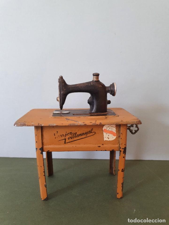 Antigüedades: Antigua y rara hucha Maquina de Coser Singer, original con su llave, años 20 - Foto 5 - 236966815
