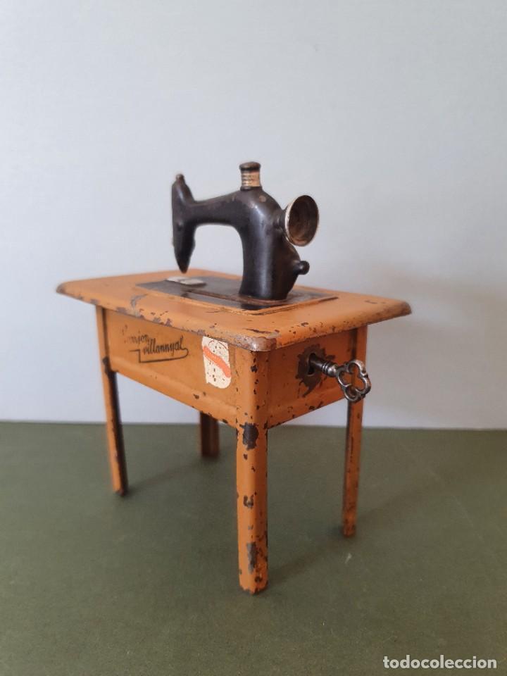 Antigüedades: Antigua y rara hucha Maquina de Coser Singer, original con su llave, años 20 - Foto 6 - 236966815
