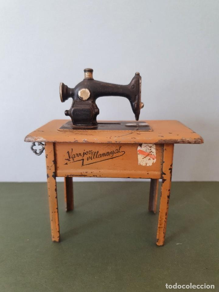 Antigüedades: Antigua y rara hucha Maquina de Coser Singer, original con su llave, años 20 - Foto 8 - 236966815