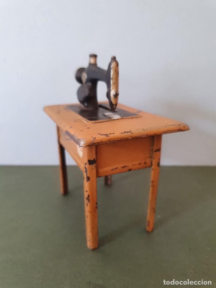 Antigüedades: Antigua y rara hucha Maquina de Coser Singer, original con su llave, años 20 - Foto 9 - 236966815