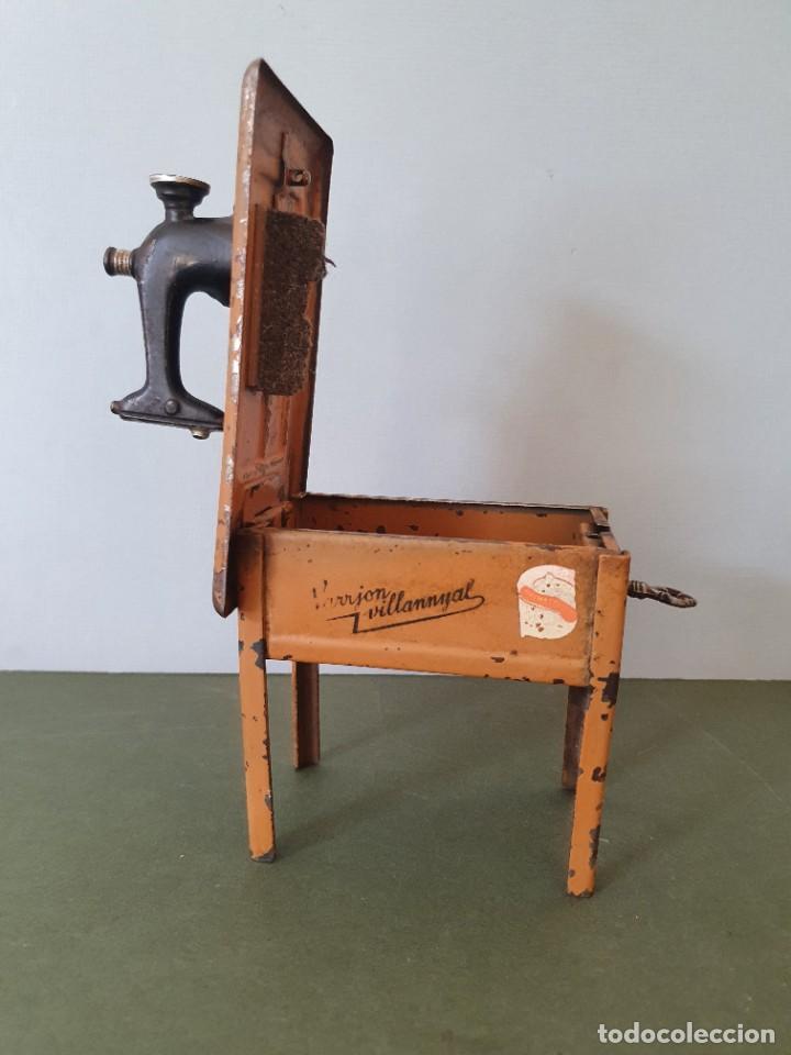 Antigüedades: Antigua y rara hucha Maquina de Coser Singer, original con su llave, años 20 - Foto 11 - 236966815
