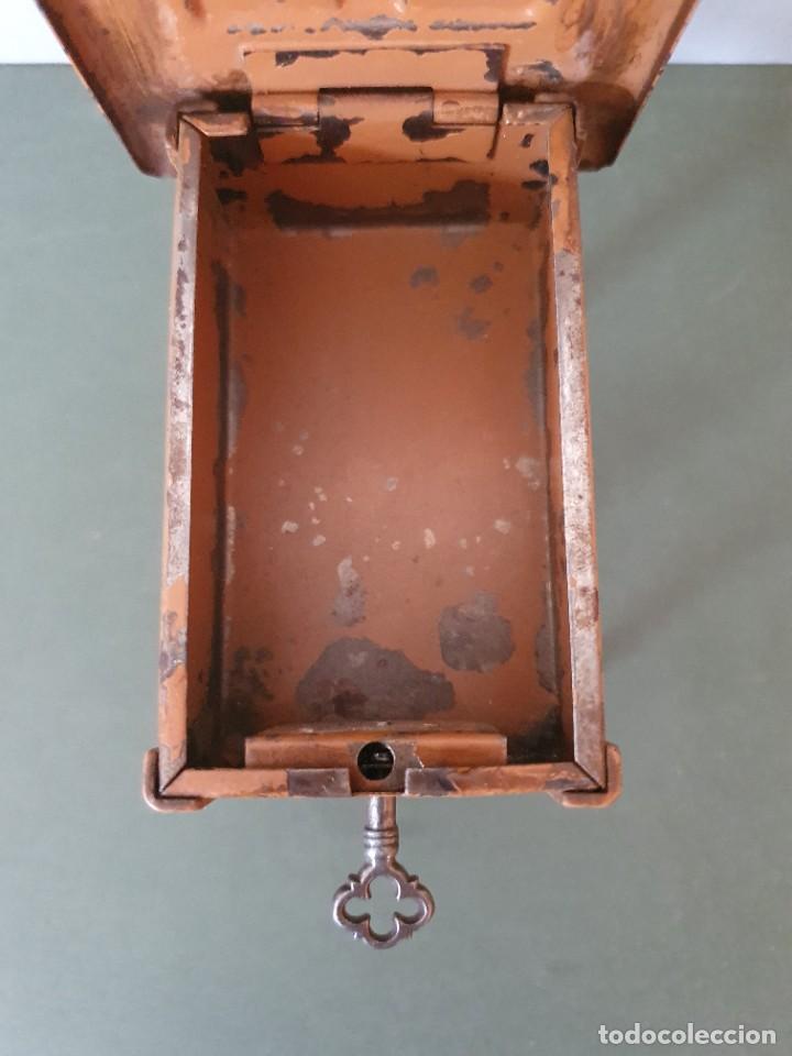 Antigüedades: Antigua y rara hucha Maquina de Coser Singer, original con su llave, años 20 - Foto 13 - 236966815