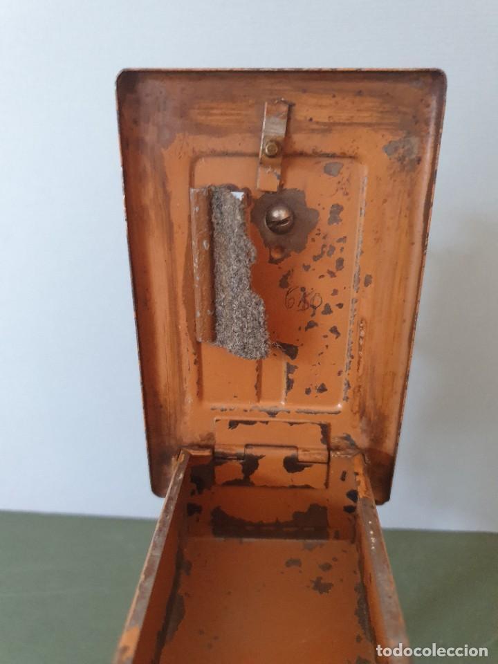Antigüedades: Antigua y rara hucha Maquina de Coser Singer, original con su llave, años 20 - Foto 14 - 236966815