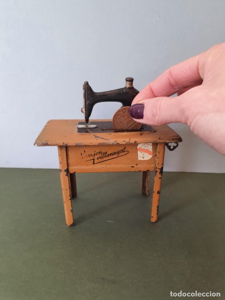 Antigüedades: Antigua y rara hucha Maquina de Coser Singer, original con su llave, años 20 - Foto 15 - 236966815