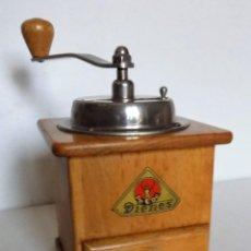 Antigüedades: MOLINILLO DE CAFÉ MARCA DIENES. MODELO 435. ALEMANIA. CA 1955/1960. Lote 237039090