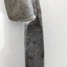 Antigüedades: ANTIGUA NAVAJA DE AFEITAR, MONTSERRAT 14, SELLO CORONA Y LEÓN. Lote 237108690