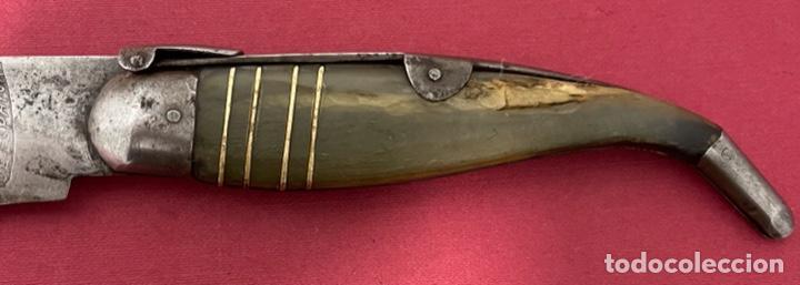 Antigüedades: Antigua navaja Española, con cachas de asta y hoja con restos de policromia. - Foto 5 - 237312585