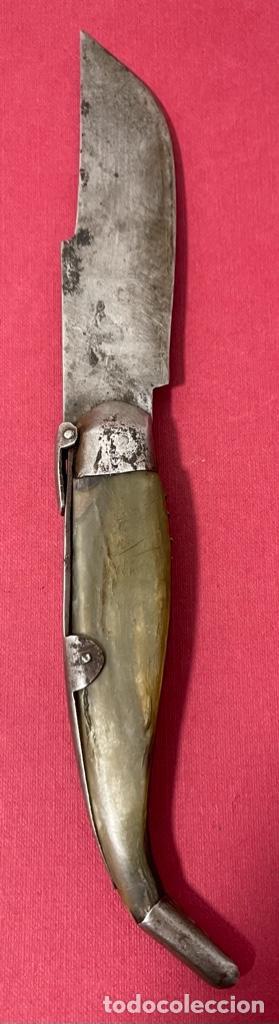 Antigüedades: Antigua navaja Española, con cachas de asta y hoja con restos de policromia. - Foto 6 - 237312585