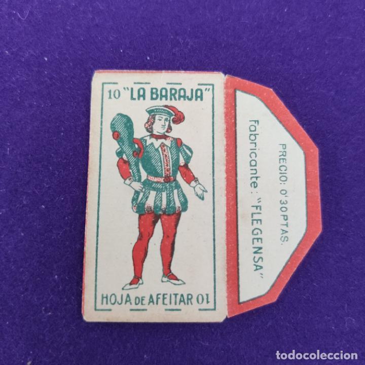 FUNDA DE HOJA DE AFEITAR ANTIGUA. LA BARAJA. 10 BASTOS. (Antigüedades - Técnicas - Barbería - Hojas de Afeitar Antiguas)