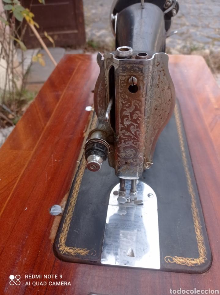 Antigüedades: Antigua maquina coser Alfa con mesa y pie metalico - Foto 5 - 237552670
