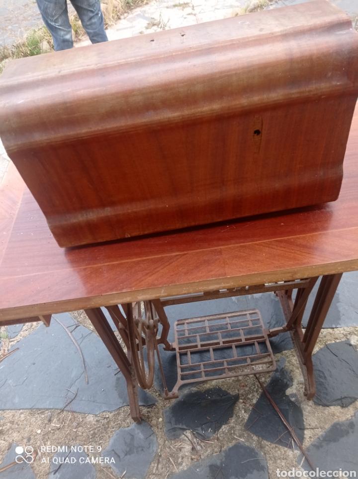 Antigüedades: Antigua maquina coser Alfa con mesa y pie metalico - Foto 11 - 237552670