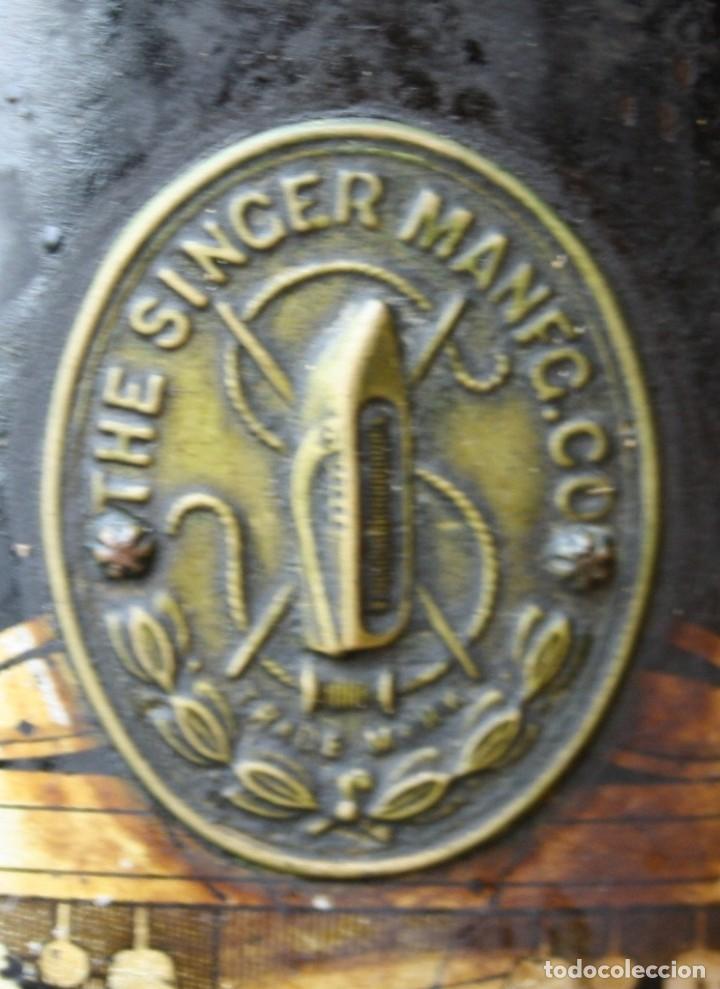 Antigüedades: ANTIGUA MAQUINA COSER A PEDAL MESA, PIE HIERRO THE SINGER MANUFACTURING Cº GREAT BRITAIN VER FOTOS - Foto 10 - 237582605