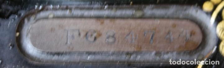 Antigüedades: ANTIGUA MAQUINA COSER A PEDAL MESA, PIE HIERRO THE SINGER MANUFACTURING Cº GREAT BRITAIN VER FOTOS - Foto 11 - 237582605